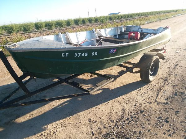 14 foot aluminum boat with 5 horse motor for Sale in Fresno, CA