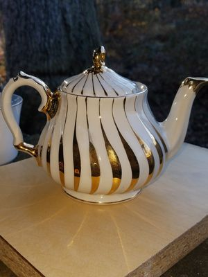 AUTHENTIC CHINESE GOLD & PEARL WHITE MATCHING SET for Sale in Fairfax, VA