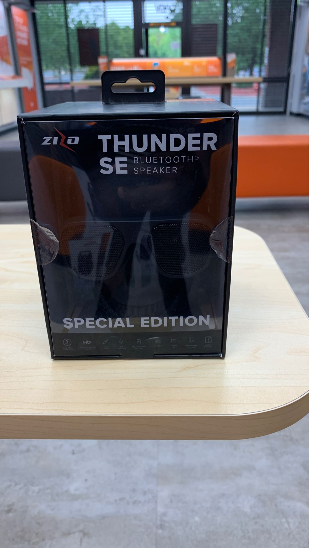 SE thunder Bluetooth speaker