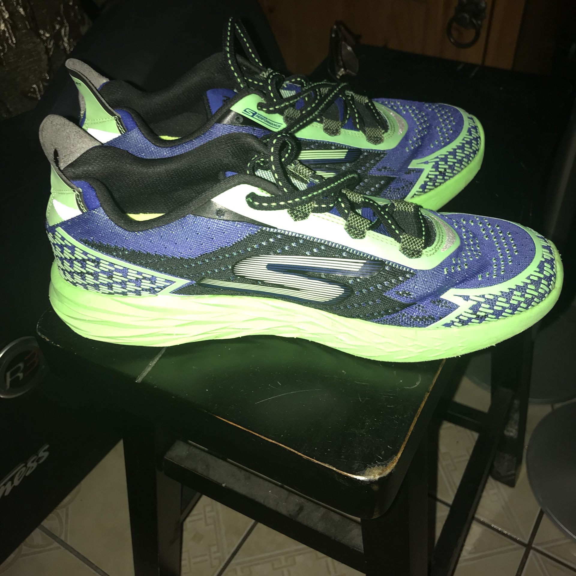 Great and light size 9 👟 tenis shoes for men.