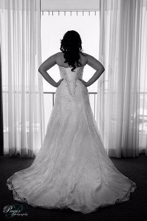 A-LINE LACE IVORY WEDDING DRESS WITH SIDE SPLIT DETAIL for Sale in San Diego, CA