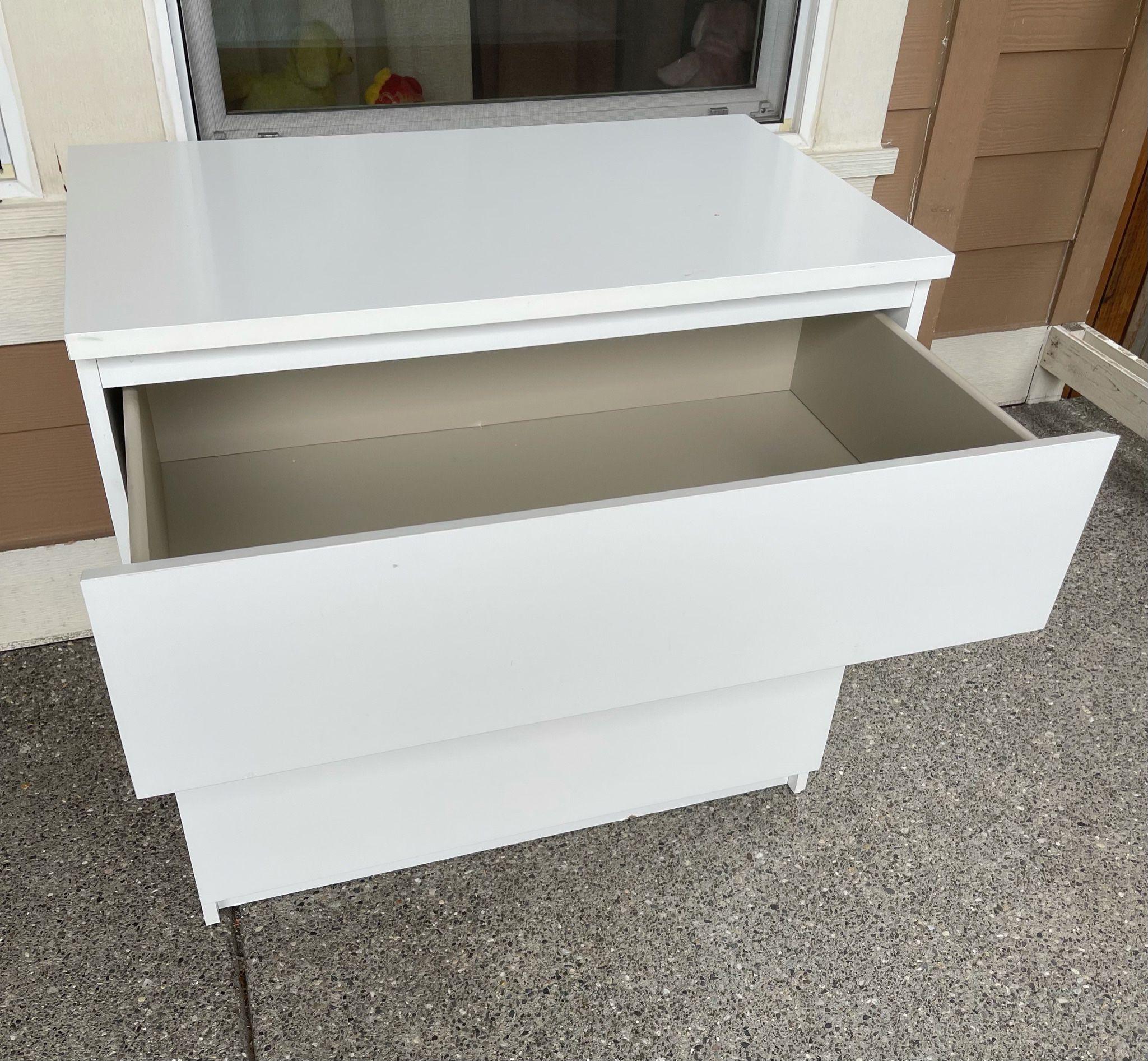 Ikea MALM 3 drawers chest glossy white dresser