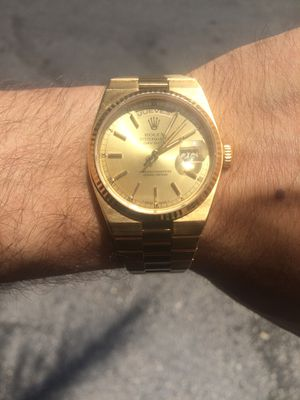 Rolex Presidential Day Date Quartz 36mm 18k solid gold Champagne face 18k gold fluted bezel mint condition for Sale in Orlando, FL