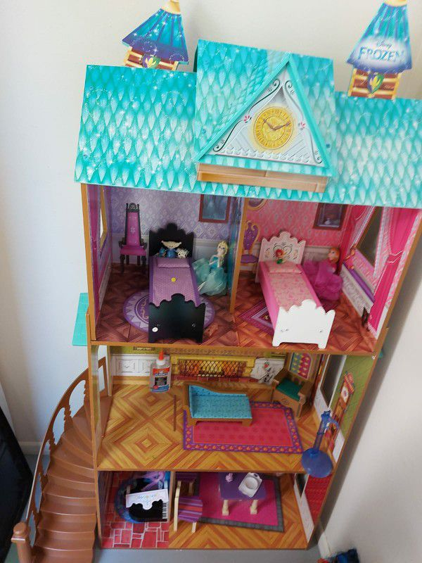 Like new Frozen house for sale ( original price was $150 and I am selling for half the price, please don't ask for lower price)