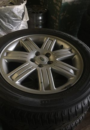"""Land Rover 19"""" rims and pirelli tired for Sale in Cleveland, OH"""
