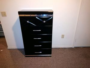 Four piece bedroom set for Sale in Manassas, VA