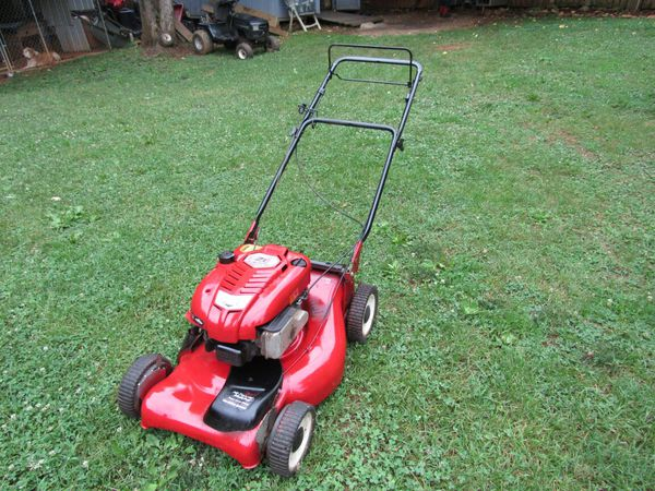 Craftsman Self Propelled Mower 7 0hp 21 Cut Front Wheel Drive Home Garden In King Nc Offerup