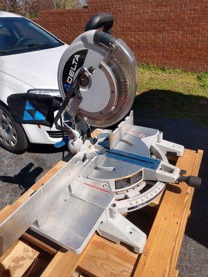 Photo Delta 12 Compound Laser Miter Saw