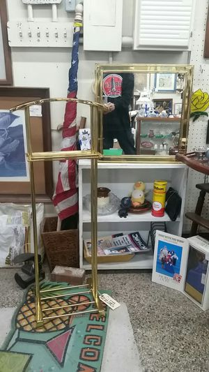 Hollywood Regency vintage Brass valet and mirror for Sale in Montgomery Village, MD