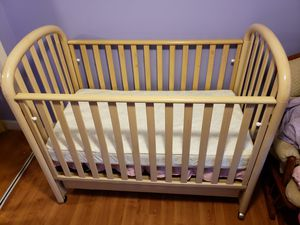 Crib with drop down gate and drawers for Sale in Pasadena, MD