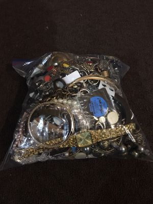 7 LBS 11 OZ Mystery Jewelry Grab Bag! Rings, Bracelets, Earrings, Necklaces & More! for Sale in Lynnwood, WA