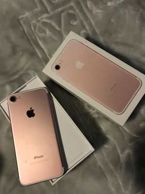iPhone 7 Rose Gold 32GB Unlocked for Sale in Sterling, VA