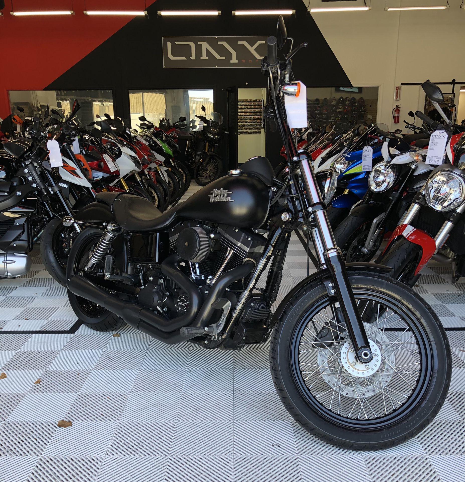 Photo 2016 Harley Davidson Dyna Street Bob