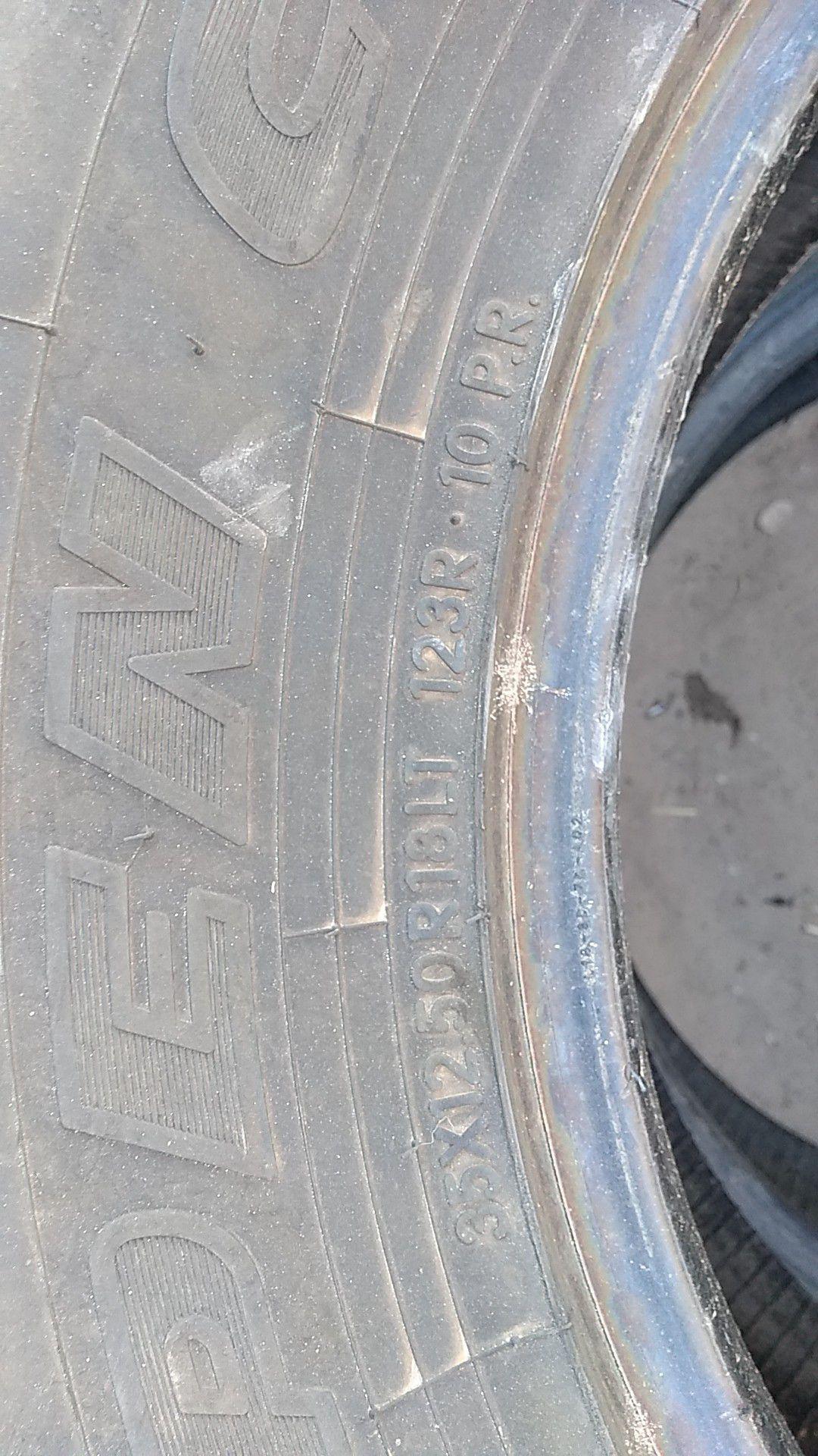 Toyo tires 35×12.5 R 18