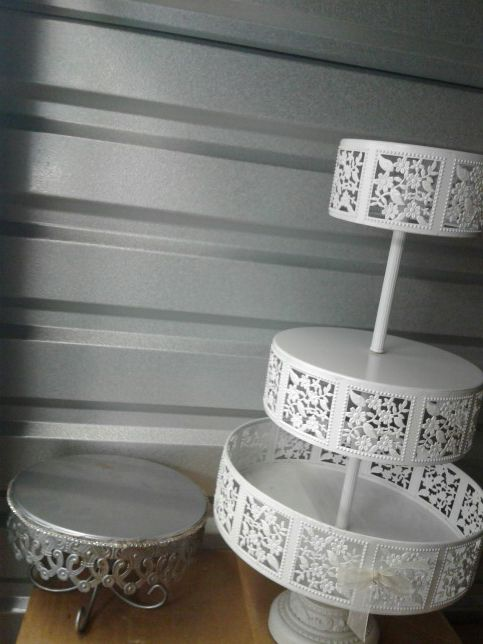 Two cake stand