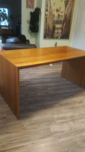 Used Scan Cherry Desk for Sale in Aspen Hill, MD