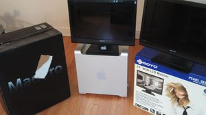 Apple Mac Pro desktop Tower with two 24-inch monitors for Sale in Chicago, IL