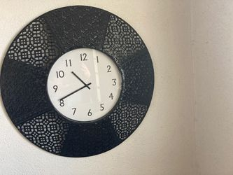 Giant wall clock Thumbnail