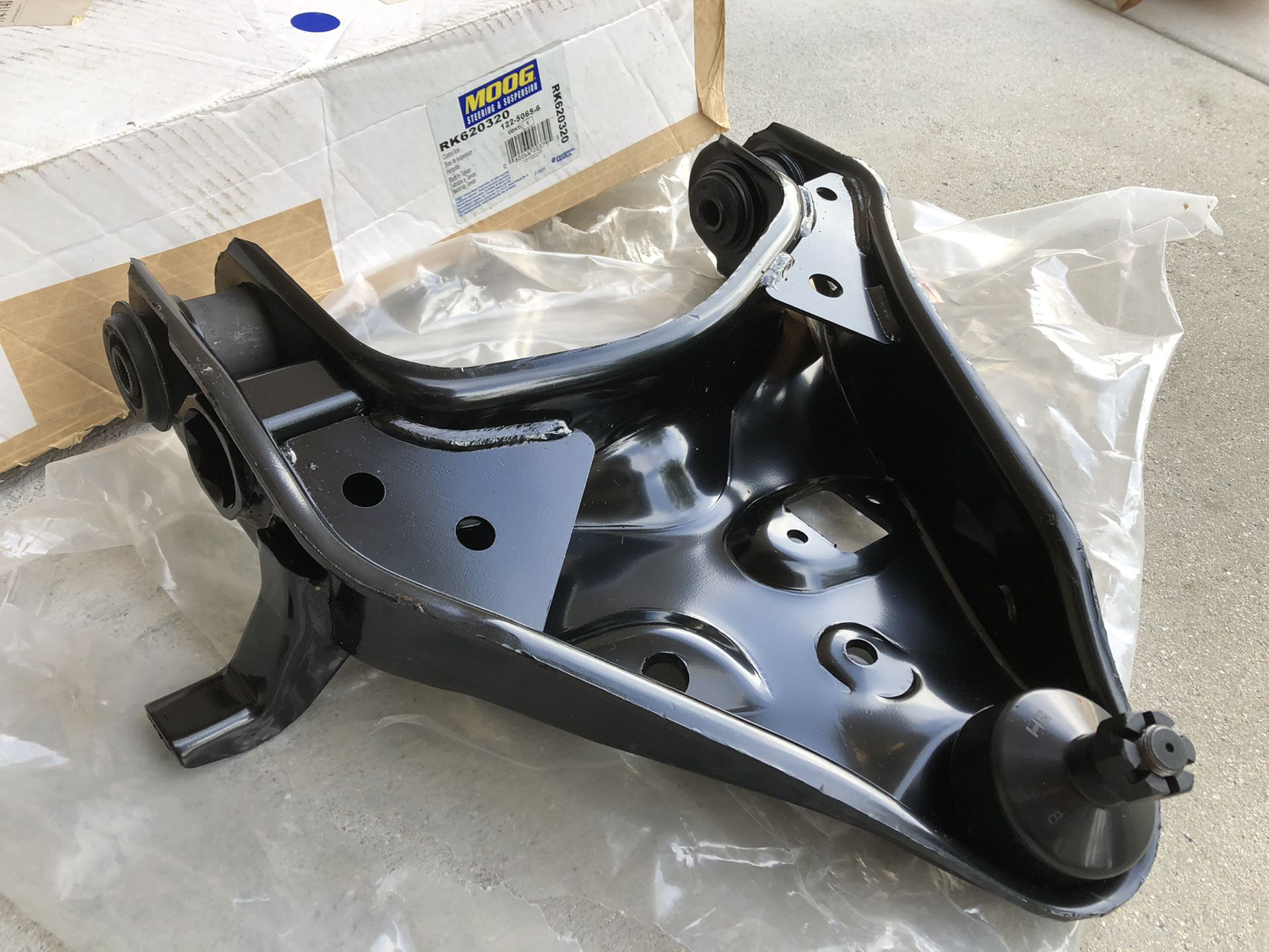 Moog lower front right side control arm & ball joint assembly fitting 04 Ford Sport Trac pt.#RK620320