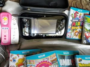 Wii U 32GB Deluxe Black With Extras! for Sale in Aloma, FL