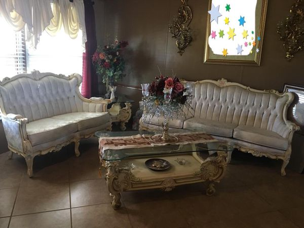 White vintage living/dinning set for Sale in Lubbock, TX - OfferUp