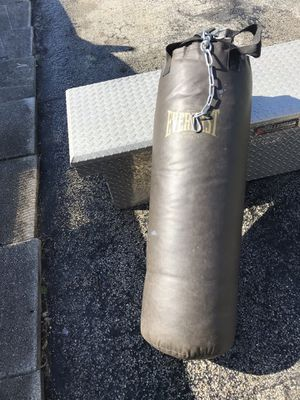 Everlast 70Lb punching bag with roof mount for Sale in Tamarac, FL