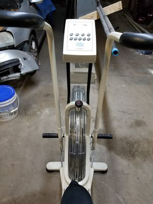 Giant dual fit bike for Sale in North Haven, CT