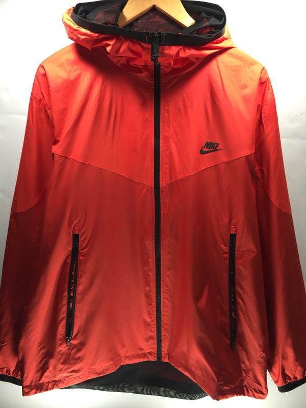 cb1321b703 NWT Nike Men s Crimson Red Windrunner Windbreaker 917809-696 ...