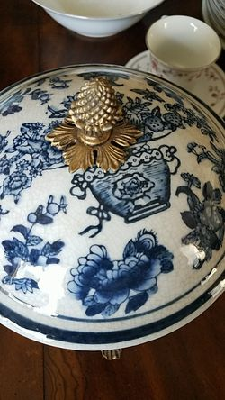 Porcelain jar Thumbnail