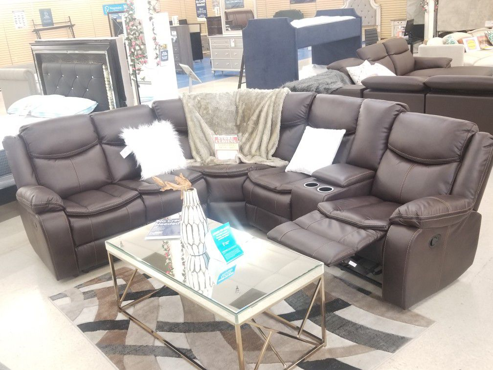 BRAND NEW BROWN SECTIONAL WITH USB IN  CONSOLE