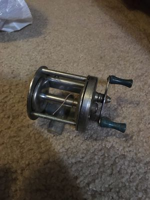 Free vintage fishing reel for Sale in Vancouver, WA
