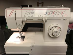 Singer Sewing Machine 5808C for Sale in Silver Spring, MD