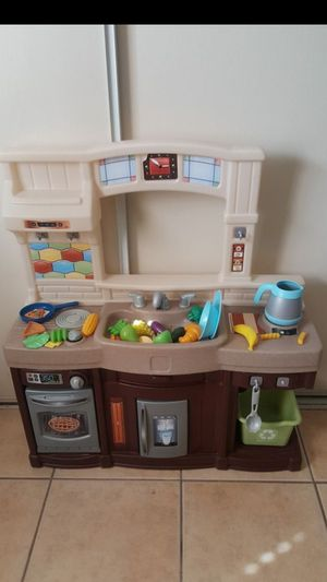Photo Step 2 play kitchen with accessories