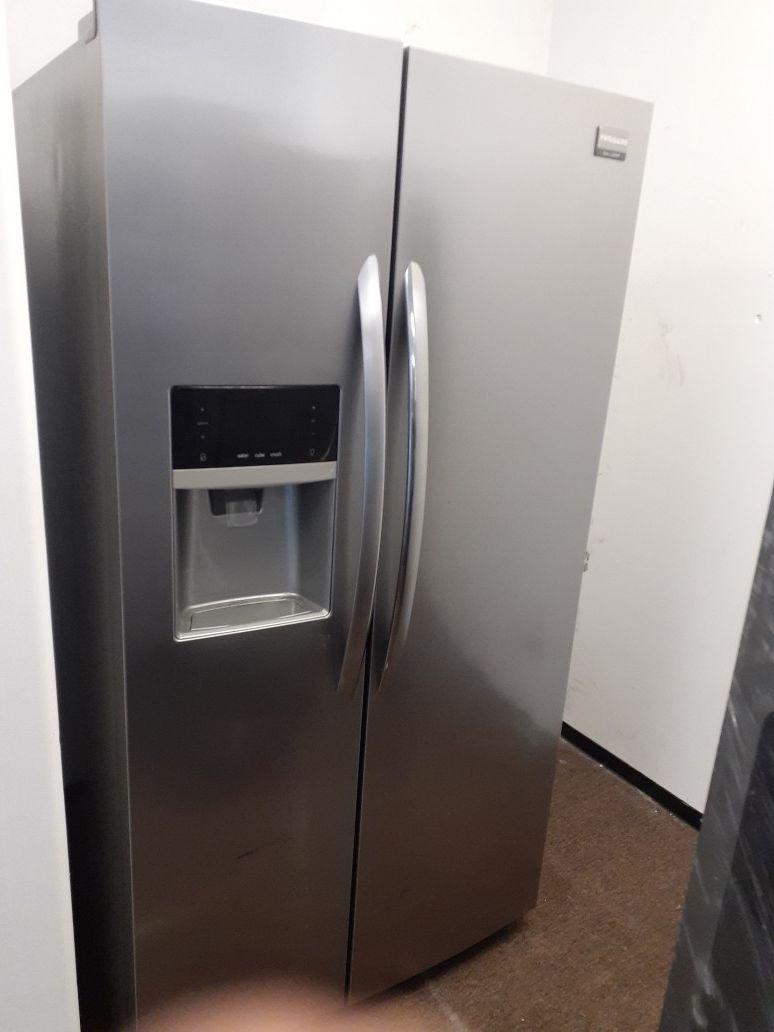 Frigidaire gallery 2 door refrigerator $ 650.00