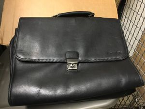 Kenneth Cole Case for Sale in Chicago, IL