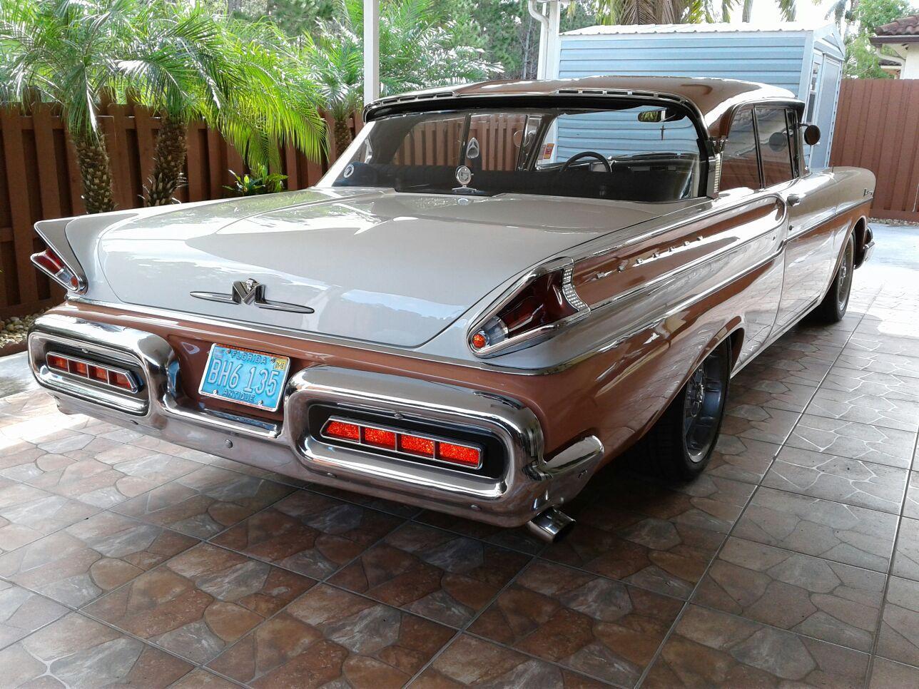 Mercury 1957, perfect condition.