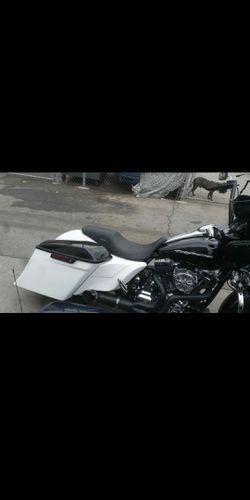 Harley Davidson bagger STRETCHED SIDES CUSTOM VENOM WIDE SIDES Thumbnail