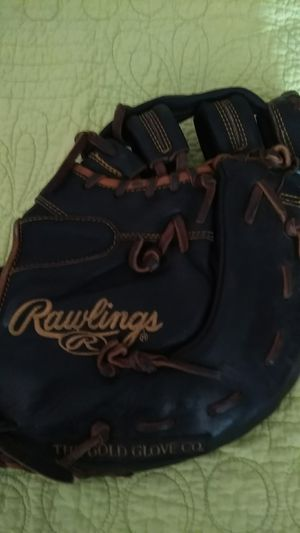 Softball first base/catchers mitt for Sale in Portland, OR