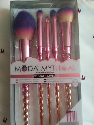 Moda mythical makeup brushes for Sale in Frederick, MD