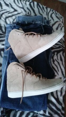 Ive got 6 pair of jeans..american eagle..flypaper..true luck..bigstar..levie....and a brand new pair of suede jordan tennis shoes!!!! Thumbnail
