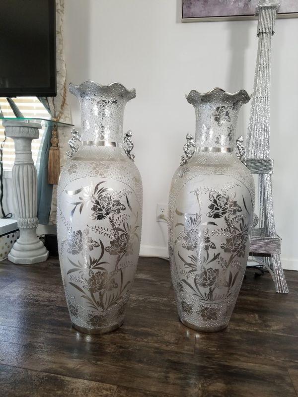 Set Of Two 3 Ft Tall Vases For Sale In Belleville Mi Offerup