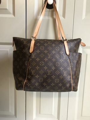Louis Vuitton monogram totally MM for Sale in Sterling, VA