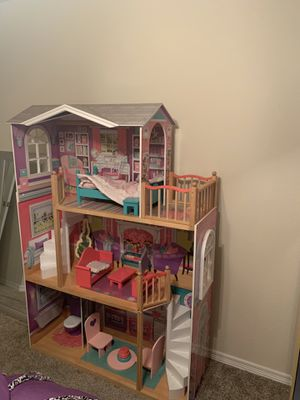 Photo Doll house & play kitchen