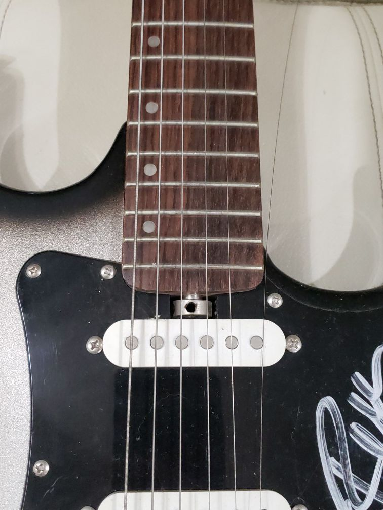 Lyon. Guitar signed by weezer