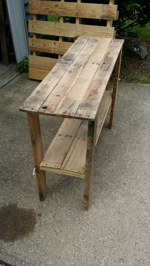 Pallet console table for Sale in North Ridgeville, OH