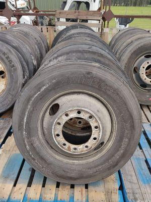 Photo Used 22.5 Semi Truck Rims With Tires