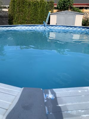 Photo Above ground swimming pool 20 ft wide 4 1/2 ft deep