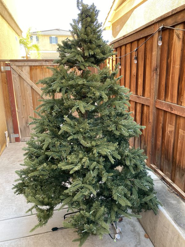 Free 7 5 Pre Lit Artificial Christmas Tree For Sale In