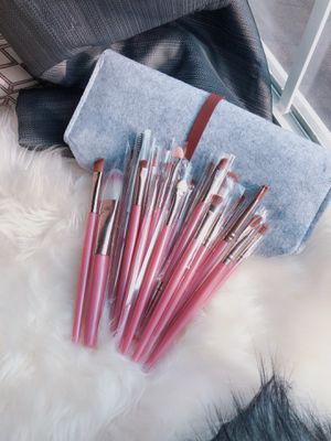 20 Pieces Makeup brushes set with Felt bag for Sale in Silver Spring, MD