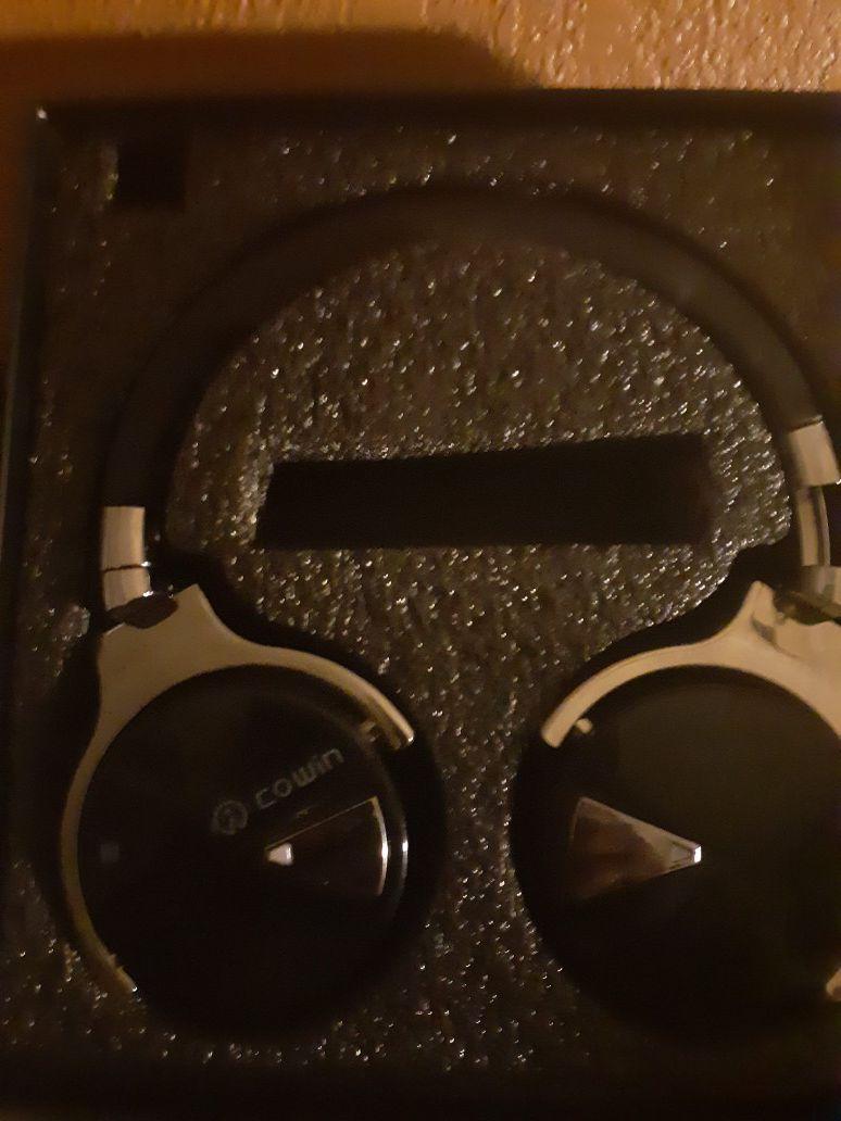COWIN bluetooth headphones